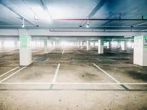 Den automatiska teknologikontrollen för tomt område av bilparkering shoppar in Arkivbild