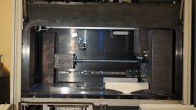 Den automatiska tredimensionella skrivaren 3d utför produktskapelsen Modern tillverkning för printing 3D eller tillsatsoch Arkivfoton