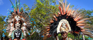 Den Aztec indiska infödda fjädern beklär ceremoniel arkivbild