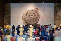 Den Aztec kalendern eller stenen av solen på det nationella museet av antropologi i Mexico - stad Arkivfoton