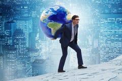 Den bärande jorden för affärsman på hans skuldror arkivbild