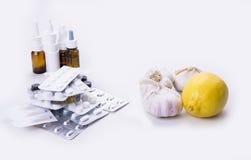 Den bästa drogen tidigare var vitlök och citronen på vitbac Arkivfoton