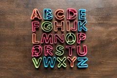 Den bästa sikten av bakning bildar för kakor i former av bokstäver på tabletopen Royaltyfri Fotografi