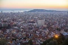 Den bästa sikten av Barcelona från parkerar Guel på en solnedgång Resor Royaltyfri Bild