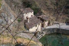 Den bästa sikten av forntida italienare maler den Molinetto dellaen Croda arkivfoton