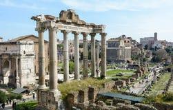 Den bästa sikten av den forntida Roman Forum från observationsdäcket av Capitol Hill Observationsdäcket lokaliseras bak royaltyfri fotografi