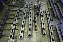 Den bästa sikten av seminariet som producerar stålkonstruktion, strålar Royaltyfria Bilder