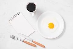 Den bästa sikten av traditionellt sunt lätt snabbt frukostmål gjorde nolla Arkivfoto