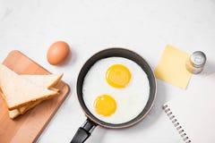 Den bästa sikten av traditionellt sunt lätt snabbt frukostmål gjorde nolla Arkivbild