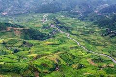 Den bästa sikten av Tu Le by med den terrasserade risfältet, Vietnam Royaltyfri Bild