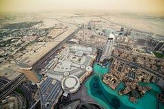 Den bästa sikten på Dubai från det högsta tornet i th Arkivbilder