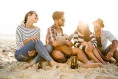 Den bästa sommaren är med vänner arkivfoto