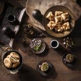 Den Baclava blandningen och Mamul blandar med pistaschen, muttrar, hasselnötter och kaffe Royaltyfri Foto