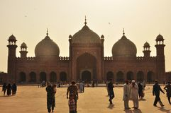 Den Badshahi moskén på skymning, Lahore, Pakistan Royaltyfria Bilder