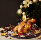 Den bakade kalkon eller chiken eller jul eller för tacksägelsedag för nytt år utrymme för text royaltyfria bilder