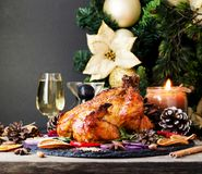 Den bakade kalkon eller chiken eller jul eller för tacksägelsedag för nytt år utrymme för text arkivbilder