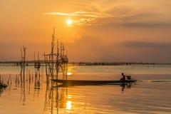 den balatonhungary laken gör fotosolnedgång Arkivfoto