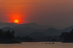 den balatonhungary laken gör fotosolnedgång Arkivbild