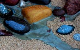 den baltiska stranden clouds det våta havet för sanden för kustlinjepalangareflexionen Royaltyfri Fotografi