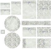 Den band med rep klassikern snör åt och pryder med pärlor inbjudanuppsättningen Arkivbild