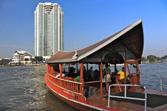 den bangkok floden taxar thailand Arkivbilder