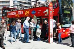 Den Barcelona staden turnerar bussen Arkivbild