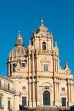 Den barocka domkyrkan i Ragusa Arkivfoton