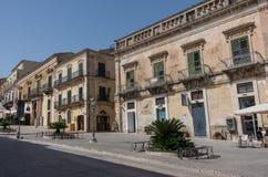 Den barocka Duomofyrkanten i landskapet av Ragusa i Sicilien in Arkivfoton
