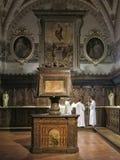 Den barocka inre av abbotskloster av Monte Oliveto Maggiore är en stor Benedictinekloster i den italienska regionen av Tuscany Fotografering för Bildbyråer