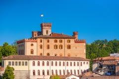 Den Barolo slotten i Piedmont, Italien royaltyfria bilder