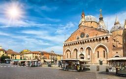 Den basilikadi Sant `en Antonio och Piazza del Santo i Padova, Italien Royaltyfri Fotografi