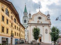Den basilikaMinore deien Santi Filippo e Giacomo i Cortina D Ampezzo arkivfoto