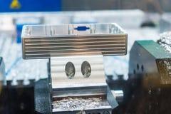 Den bearbetade med maskin detaljen av aluminium särar, skinande yttersida Arkivfoton