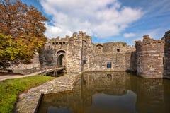 Den Beaumaris slotten i Anglesey, norr Wales, Förenade kungariket, serie av Walesh rockerar Royaltyfria Foton