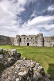 Den Beaumaris slotten i Anglesey, norr Wales, Förenade kungariket, serie av Walesh rockerar Royaltyfri Foto