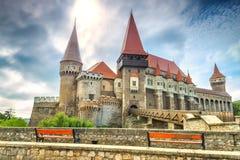 Den bedöva berömda corvinslotten, Hunedoara, Transylvania, Rumänien, Europa royaltyfri bild