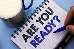 Den begreppsmässiga handhandstilvisningen är dig ordnar till fråga Affärsfototext är förberedd motiverad varnad beredskap medvete arkivfoton