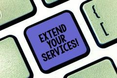 Den begreppsmässiga handhandstilvisningen fördjupa din service Affärsfototext att bredda eller utvidga räckvidden av servicen arkivbilder