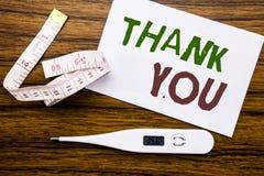 Den begreppsmässiga visningen för överskrift för handhandstiltext tackar dig Affärsidéen för tacksamhet tackar skriftligt på klib Royaltyfri Bild