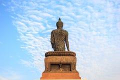 Den behagfulla statyn av shakyamunien på phutthamonthon Royaltyfri Bild