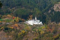 Den benedictine abbotskloster av Marienberg i Burgeis, Vinschgau, södra Tyrol royaltyfri fotografi