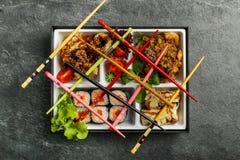 Den Bento Single delmåltiden för avhämtning eller hemmet packade mål i japansk cuision Royaltyfri Foto