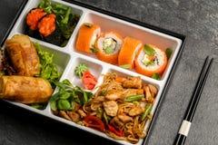 Den Bento Single delmåltiden för avhämtning eller hemmet packade mål i japansk cuision Royaltyfri Fotografi