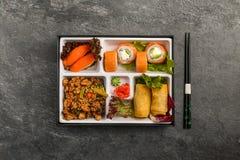 Den Bento Single delmåltiden för avhämtning eller hemmet packade mål i japansk cuision Royaltyfria Bilder