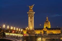 Den berömda Alexandre III bron i aftonen, Paris Royaltyfria Bilder