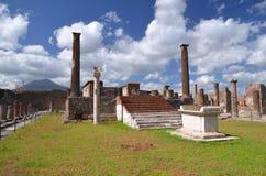 Den berömda antikviteten fördärvar av staden pompeii i sydliga Italien arkivfoto