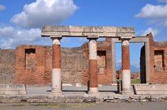 Den berömda antikviteten fördärvar av staden pompeii i sydliga Italien arkivbild