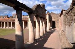 Den berömda antikviteten fördärvar av staden pompeii i sydliga Italien royaltyfria foton
