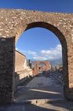 Den berömda antikviteten fördärvar av staden pompeii i sydliga Italien royaltyfri foto