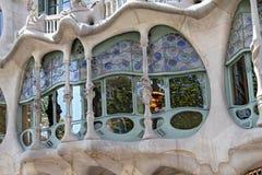 Den berömda arkitekten Gaudì behandlade taklampglas som stycken av konst på taket av huscasaen Batllo på Barcelona Arkivbilder